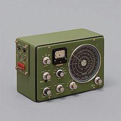 The ultimate retro radio. Radio Antique, Radio Vintage, Vintage Design, Retro Design, Ui Design, Radio Amateur, Poste Radio, Foto Picture, 3d Cinema