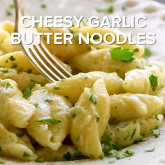Cheesy Garlic Butter Noodles Quick and easy buttered noodles that are loaded with garlic and cheese! This side dish recipe is perfect for a quick dinner. It's way better than the packets you can buy! Make it tonight because the kids will love it! Garlic Butter Noodles, Buttered Noodles, Butter Noodle Recipe, Garlic Noodles Recipe, Creamy Garlic Pasta, Butter Pasta, Pasta Dishes, Food Dishes, Healthy Dinner Recipes