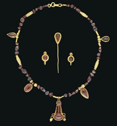 A SET OF ROMAN GOLD AND GARNET JEWELLERY -  CIRCA 1ST-2ND CENTURY A.D.  | Christie's