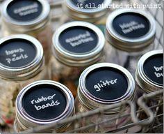 Mason jars for craft storage! mason-jar-craft-storage-with-chalkboard-paint-lids_thumb Uses For Mason Jars, Small Mason Jars, Mason Jar Lids, Painted Mason Jars, Mason Jar Crafts, Canning Lids, Craft Storage Drawers, Craft Room Storage, Craft Organization