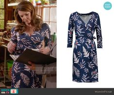 Lorelai's blue leaf printed wrap dress on Gilmore Girls: A Year in the Life. Outfit Details: https://wornontv.net/62669/ #GilmoreGirls