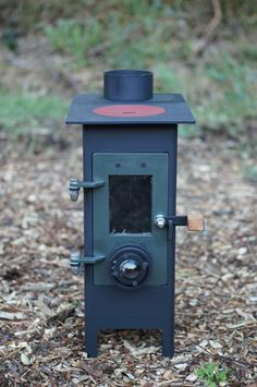 kiwi - Bespoke woodburning stoves and Bow top caravans Fire Pit Bbq, Diy Fire Pit, Metal Art Projects, Welding Projects, Fire Cooking, Outdoor Cooking, Boat Heater, Gas Bottle Wood Burner, Diy Wood Stove