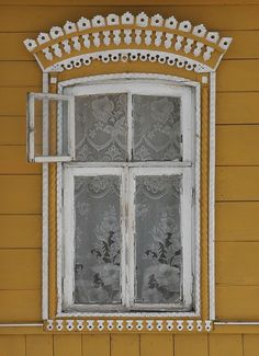 Russian yellow windows: use papper sculpture or buy drywall for at hardware store and carve the drywall and paint in acrylic Old Windows, Windows And Doors, Detail Architecture, Russian Architecture, Window View, Open Window, Lace Window, Famous Castles, Window Boxes