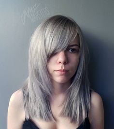 Ash+Blonde+Gray+Hairstyle+With+Bangs