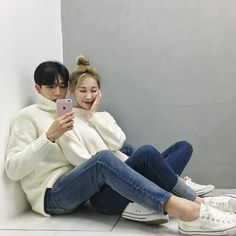 Sweaters and jeans 👖 Korean Ootd, Cute Korean, Korean Girl, Ulzzang Couple, Ulzzang Girl, Couple Outfits, Couple Clothes, I Have A Boyfriend, Pic Pose