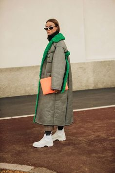 The best street style from Milan Fashion Week spring/summer 2019 - Vogue Australia Source by clothing street Street Style Trends, Street Style 2018, Milan Fashion Week Street Style, Street Style Edgy, Edgy Style, Cool Street Fashion, Trendy Fashion, Korean Fashion, Winter Fashion
