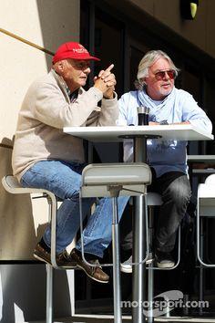(L to R): Niki Lauda, Mercedes Non-Executive Chairman with Keke Rosberg at Bahrain February testing - Formula 1 Photos