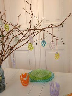 Easter eggs #easter #mikkalinaglas #glassartist #glass #handmade #chick #eastereggs #bullseyeglass