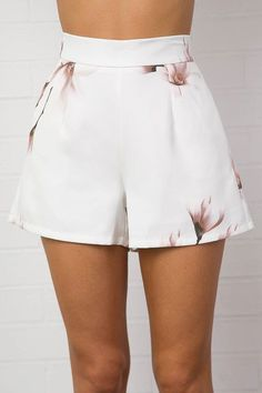 Ideas For Style Women Summer Patterned Shorts Rihanna Outfits, Short Outfits, Summer Outfits, Denim Fashion, Skirt Fashion, Fashion Outfits, High Waisted Shorts, Casual Shorts, Pretty Outfits