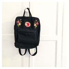 Pimped My fjallraven kanken with floral embroidery patches. Flower power!!