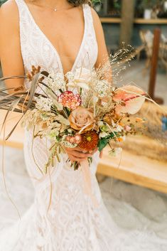 Tropical boho elopement bouquet Photo: Donna Irene