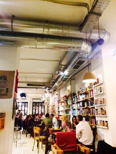 Ubik Café Cafetería Librería. Espacio idóneo en Ruzafa para tomar un copa y leer un rato. #encanto #ruzafa #cafe Track Lighting, Ceiling Lights, Home Decor, Breakfast Nook, Once In A Lifetime, Restaurants, Space, Places, Decoration Home