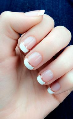 False nails have the advantage of offering a manicure worthy of the most advanced backstage and to hold longer than a simple nail polish. The problem is how to remove them without damaging your nails. Bride Nails, Wedding Nails For Bride, Wedding Nails Design, Wedding Manicure, Wedding Art, Gold Wedding Nails, Wedding White, Beach Wedding Nails, Rose Wedding