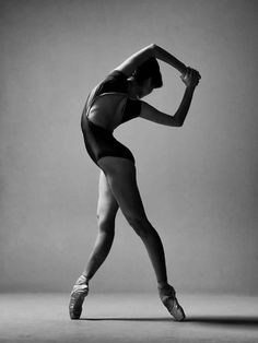 dance photography Haruka Sassa from Kungliga Svenska balettskolan/ The Royal Swedish Ballet School Photography Winter, Ballerina Photography, Dance Photography Poses, Ballet Pictures, Dance Pictures, Alvin Ailey, Dance Tutorial, Dance Outfit, Dance Photo Shoot