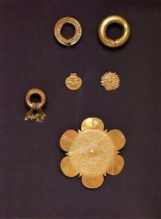 EAR ORNAMENT 15th century Cuyo Island Gold