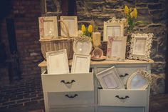 We are head over heels for this really cool vintage table plan in lovely picture frames using a vinatge chest of drawers