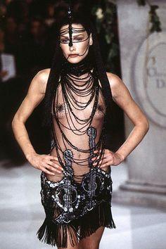http://www.vanityfair.com/online/daily/2013/05/carla-bruni-memorable-fashion.sl.36.carla-bruni-fashion-ss11.jpg