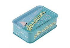 Petite boîte en métal, rapelllant les boîtes de conserve, pour y mettre ces petits trésors.