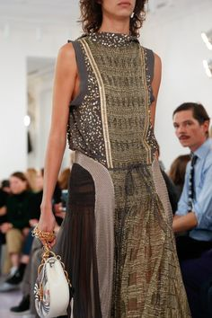 See detail photos for Chloé Spring 2018 Ready-to-Wear collection.