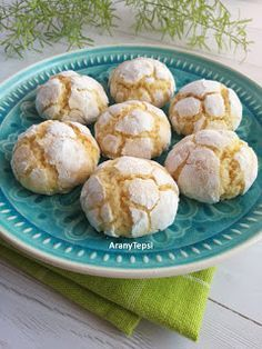 AranyTepsi: Kókuszos pöffeteg Sweet Desserts, Vegan Desserts, Bakery Recipes, Cooking Recipes, Hungarian Recipes, Vegan Kitchen, Macaron, Sweet Cakes, Yummy Cookies