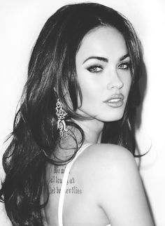 Beauty Tip on Tatoo. by Megan Fox. Check out more Celebrity Looks on Bellashoot. Megan Denise Fox, Michelle Keegan, Girly, Woman Crush, Most Beautiful Women, Beautiful People, Beautiful Eyes, Hair Looks, Her Hair