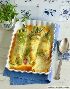Husch ins Förmchen, schön zudecken und ab in den Backofen! Für zarte Kräuter-Crêpes mit Schinken und Spargel ein köstlicher Befehl.
