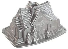 Great for festive holiday cakes the 9 cup Nordic Ware Gingerbread House cake pan is fun for kids and adults alike! The Nordic Ware cake pan is made of cast aluminum for even baking and nonstick. Gingerbread Cake, Gingerbread Houses, House Cake, Healthy Shakes, Healthy Salad Recipes, Baking Pans, Cake Baking, Minnesota, Stuff To Buy