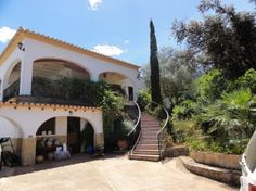 This luxury 6 bedroom villa in Valencia is a gift at only 289,000€