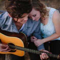 would love to do a couples shoot with a guitar // photo  from Mozi Photography Engagement Props, Engagement Photo Poses, Engagement Photo Inspiration, Engagement Couple, Engagement Pictures, Engagement Photography, Prenup Photos Ideas, Poses For Pictures, Couple Pictures