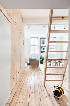 10 space-saving tricks from an inner-city apartment from insideout.com.au. Project by Clare Cousins. Photography by Lisbeth Grossmann.