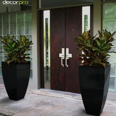 Corby (Large) | Decorpro. These lovely planters will work wonders in front of a grand entrance to a restaurant, lodge, barn, or farmhouse. Beautiful in any outdoor setting or as anchor points, brimming with flowers, indoors. Available in 43 colors.