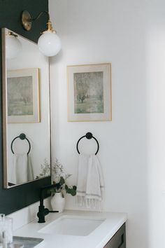 Like the light wallpaper and the dark faucet Interior Design Studio, Interior Styling, Living Room Decor Inspiration, Lit Wallpaper, E Design, Candle Sconces, Wall Lights, Projects, Faucet