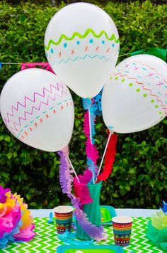 A party just isn't a party without balloons! These colorful maraca-inspired balloons will be the star of your Cinco de Mayo or fiesta party! Fiesta Theme Party, Taco Party, Festa Party, Mexico Party, Mexican Birthday Parties, Party Mottos, Mexican Party Decorations, Thinking Day, Diy Décoration