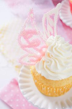 These Lemon Cheesecake Tinker Bell Cupcakes are made with just 5 ingredients and finished off with homemade white chocolate fairy wings!