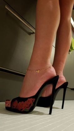 Find Sexy Mules for Sale! Hot Heels, Sexy Sandals, Sexy Legs And Heels, Sexy High Heels, Talons Sexy, Gorgeous Feet, Sexy Toes, Crazy Shoes, Heeled Boots