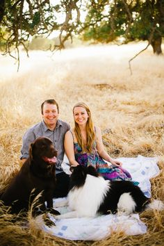 Engagement Sessions With Dogs | photography by http://www.kenkienow.com/