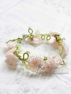 Lots of fluffy picots. Perfect for a summer garden party. Tatted Shirley Poppy Bracelet «Ka-ryun ~ Tatting of accessories. ©️Ka-ryun.