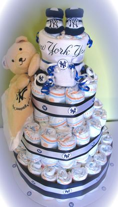 New York Yankees 4 Tier Diaper Cake so making this for you @Sharon Bates when you start having babies ;-)