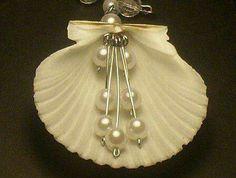 Items op Etsy die op Shell Jewelry, By La Roca, Fan Shell lijken Seashell Jewelry, Seashell Art, Seashell Crafts, Beach Crafts, Beach Jewelry, Wire Jewelry, Jewelry Crafts, Handmade Jewelry, Jewellery