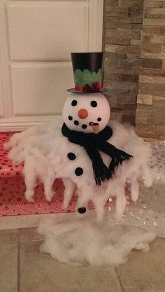 DIY melted snowman perfect for your entrance <3 Kids would go crazy over this :O