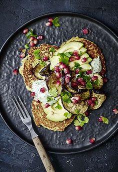 Falafel-pandekager med aubergine og myntedressing