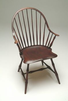 Peter Galbert Windsor chair with continuous arm/back Bedroom Furniture Sets, Furniture Plans, Bedroom Sets, Furniture Design, Chinoiserie, Primitive Dining Rooms, Country Furniture, Colonial Furniture, Woodworking Desk