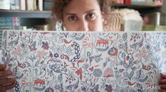 Illustrate and design your own hand-drawn repeat pattern wallpaper. In this half-hourclass, illustrator Julia Rothman takes you through her process of illustrating her favorite household objects, thenturning her drawinginto a repeat pattern for wallpaper