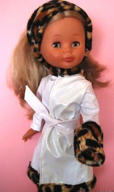Yo fuí a EGB .Los años 60's y 70's.Los juguetes para niñas de los años 60 y 70. |yofuiaegb La EGB. Recuerdos de los años 60 y 70. Memories of 60's and 70's. Nancy Doll, Dolls, Christmas Ornaments, Retro, Classic, Vestidos, Old Fashioned Toys, Childhood Memories, Girls Toys