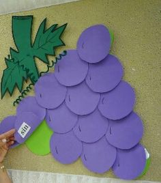 5 Senses Preschool, Preschool Crafts, Paper Crafts For Kids, Easy Crafts, Grapes Costume, Welcome Back To School, Class Decoration, Arabic Art, Cliff