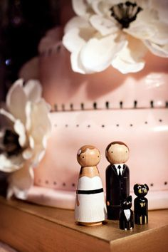 Including your pets as cake toppers: a must. Love it!