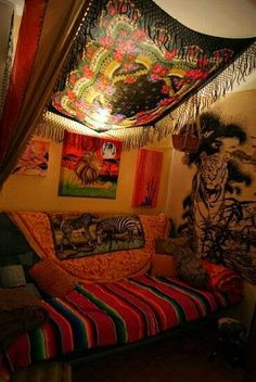 Friendly checked meditation room decor Going Here Hippie Bedroom Decor, Hippy Bedroom, Boho Room, Gypsy Room, Hippie Bedding, Tapestry Bedroom Boho, Bohemian Tapestry, Chill Room, Indie Room