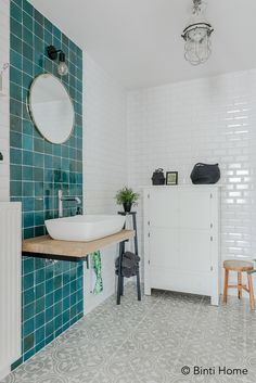 How to Finish Your Basement and Basement Remodeling – House Remodel HQ Hexagon Tile Bathroom, Vintage Bathrooms, Sink Faucets, Bathroom Styling, Basement Remodeling, Bathroom Interior, Bathroom Inspiration, Funny Guys, Portuguese