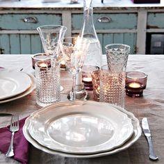 ARV Teller. In verschiedenen Größen erhältlich. FRASERA Glas 1,99/St. 45cl. NEGLINGE Kerzen-/Teelichthalter 0,39/St. Glas. 5 cm hoch. GLANSIG Teelichthalter 0,99/St. Glas, lackiert. Ø 8 cm, 8 cm hoch. Lila.