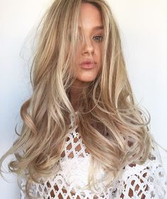 Using @showponyhairextensions to create length and texture ✂️ Peter Thomsen #CHELSEAHAIRCUTTERS #balayage #extention #behindthechair #modernsalon #americansalon #longhair #blondehair #blonde #lorealproaus